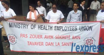 Des membres de la Nursing Association et de la Ministry of Health Employees Union ont manifesté à Port-Louis, mercredi 1er juillet.