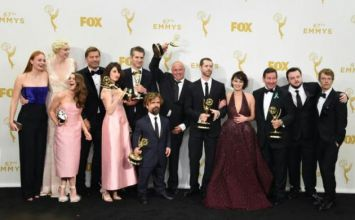 Les acteurs de la série Game of Thrones, le 20 septembre 2015 lors de la 67è édition des Emmy Awards à Los Angeles.