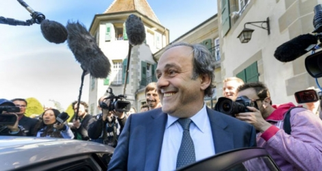 Michel Platini quitte le TAS après son audition à Lausanne, le 29 avril 2016.