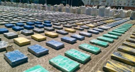 Photo fournie par la police colombienne de 8 tonnes de cocaïne saisies à Turbo, le 15 mai 2016.