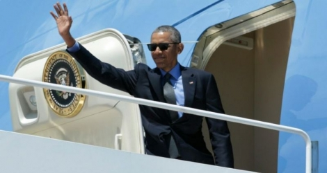 Le président Barack Obama (ici sur le point de monter à bord de l'Air Force One sur la base Andrews dans le Maryland le 8 juin) annonce officiellement qu'il soutiendra Hillary Clinton