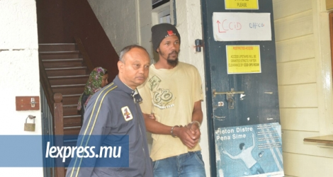 Renaldo Marcus Barrasiah, sortant des locaux du Central Criminal Investigation Department (CCID).