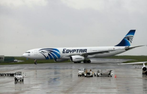 Le crash de l'avion d'EgyptAir: un mois de recherches et d'interrogations - THOMAS SAMSON AFP