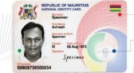 (Photo d'archives) Le Dr Rajah Madhewoo conteste la carte identité biométrique.