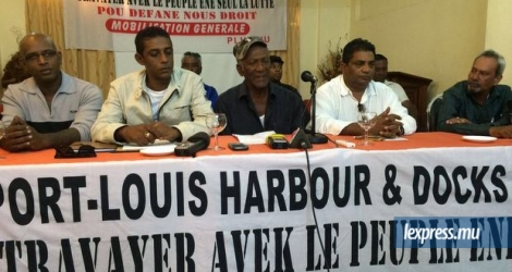 Les responsables du Port-Louis Harbour and Docks Workers' Union face à la presse à l'hôtel Saint-Georges, Port-Louis, le jeudi 23 juin.
