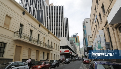 La rue sir William Newton, à Port-Louis, abrite un grand nombre de banques.