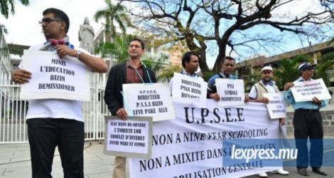 (Photo d'archives) Les membres de l'UPSEE lors d'une manifestation contre le Nine-Year Schooling à Port-Louis.