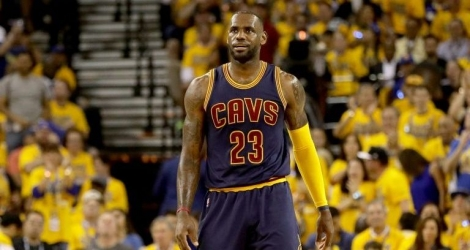 «King James» a fini la rencontre avec 24 points, 13 rebonds et 11 passes décisives.