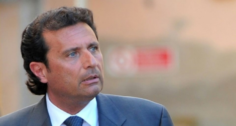 L'ex-commandant du Costa Concordia Francesco Schettino quitte le tribunal de Grosseto, le 15 avril 2013