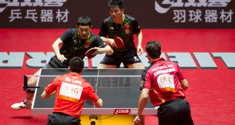 Fan Zhendong et Xu Xin ont remporté le titre mondial de double en tennis de table.