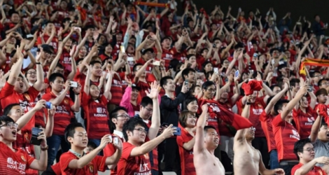 Des supporters du club chinois Evergrande à Kashima au Japon, le 30 mai 2017.