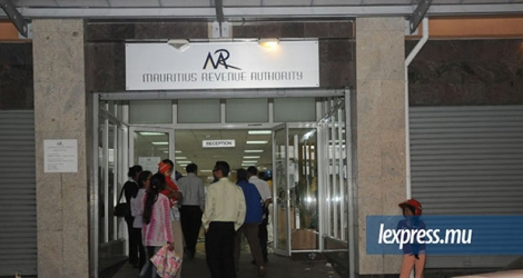 La victime travaille comme Team Leader à la Mauritius Revenue Authority.