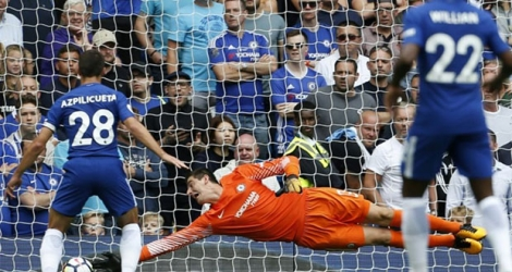 Le gardien Thibaut Courtois s'incline avec Chelsea sur un but de Burnley, inscrit par Sam Vokes à Stamford Bridge, le 12 août 2017