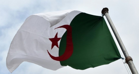 L'Algérie détruit son stock de mines antipersonnel .