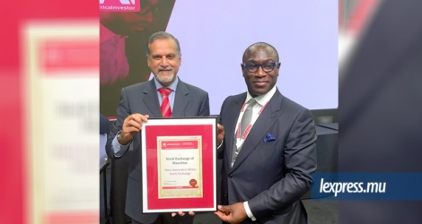 Le prix de la «Most Innovative African Stock Exchange of the year» a été remis au «Chief Executive» de la Bourse de Maurice, Sunil Benimadhu, lundi 18 septembre.