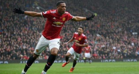 L'attaquant français de Manchester United Anthony Martial fête son but contre Tottenham en Premier League anglaise, le 28 octobre 2017 à Manchester
