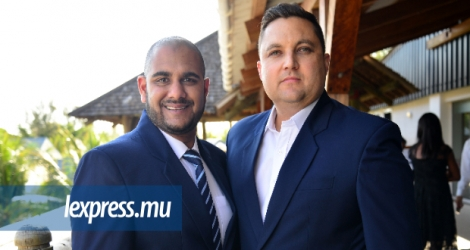 Mukthar Khaki (g.), Business Development Manager International et Stuart Blackburn, International Business Director, de l'International Hotel School.