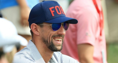 Michael Phelps attend la finale d'un tournoi de golf à Bellerive le 12 août 2018