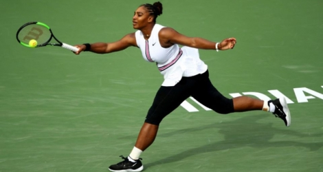 Serena Williams lors de son 16e de finale du tournoi d'Indian Wells face à l'Espagnole Garbine Muguruza, le 20 mars 2019.