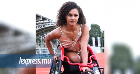 Noemi Alphonse, multiple recordwoman nationale de course en fauteuil. Robert D'Argent.