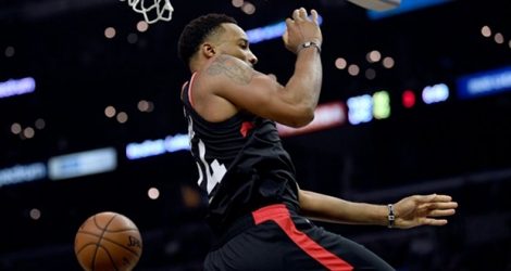 Norman Powell des Toronto Raptors claque un dunk face aux Los Angeles Clippers, en NBA au Staples Center, le 11 novembre 2019.