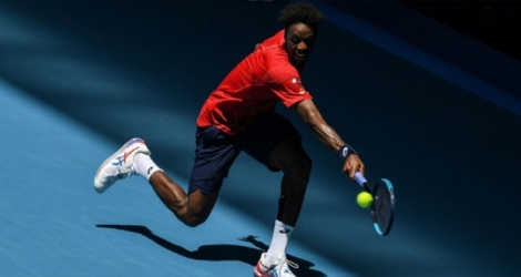 Gaël Monfils face au Letton Ernests Gulbis au 3e tour de l'Open d'Australie, à Melbourne, le 25 janvier 2020 Photo Greg Wood. AFP