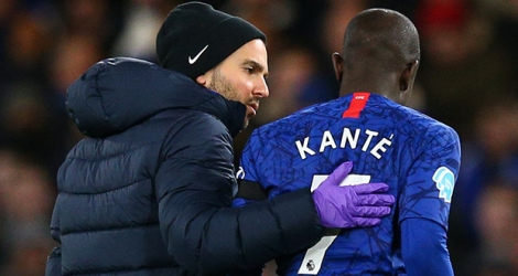 N'Golo Kante sera absent trois semaines avec Chelsea.