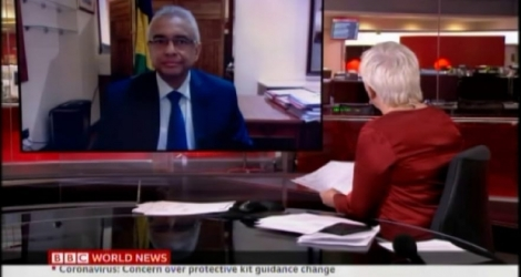 Le chef du gouvernement a accordé une interview à la BBC New de son bureau.