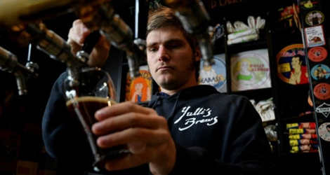 James Harvey, patron du bar Yulli's Brews, le 15 mai 2020 à Sydney, en Australie.