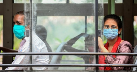Des passagers d'un bus de New Delhi (Inde) le 15 septembre 2020.