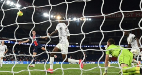 Julian Draxler inscrit l'unique but du match remporté par le PSG contre Metz, au Parc des Princes, le 16 septembre 2020 Photo FRANCK FIFE. AFP