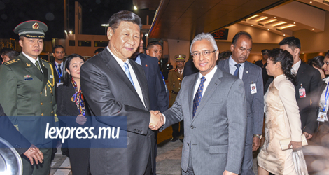 Chinese President Xi Jinping and Prime minister Pravind Jugnauth on a visit to Mauritius in 2018.
