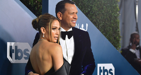 Jennifer Lopez et Alex Rodriguez arrivent à la 26e édition des Annual Screen Actors Guild Awards, le 19 janvier 2020 à Los Angeles.