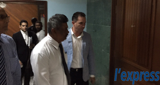 Brian Burns a comparu aux Bail and Remand Court de Port-Louis ainsi que de Rose-Hill, ce mardi 26 mai.