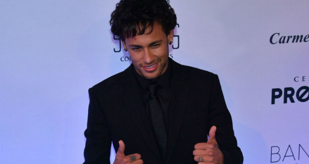 Pelé félicite Neymar — Paris Saint-Germain