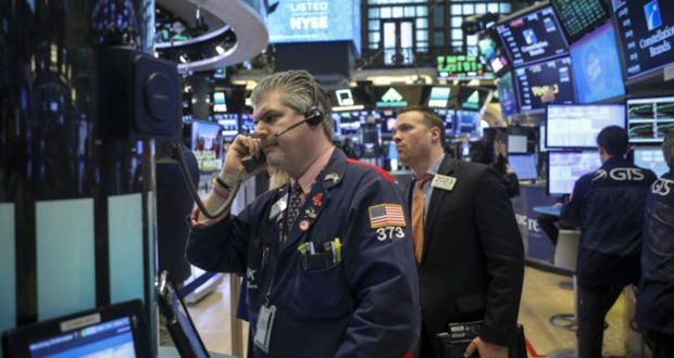 Traders sur le New York Stock Exchange le 4 mai 2018 à New York