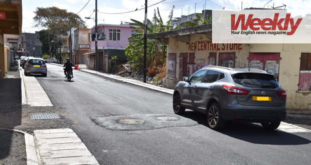 Avoiding bumps on a freshly tarmacked road on D'Entrecasteaux Street is a perilous exercise. © David Onsiong