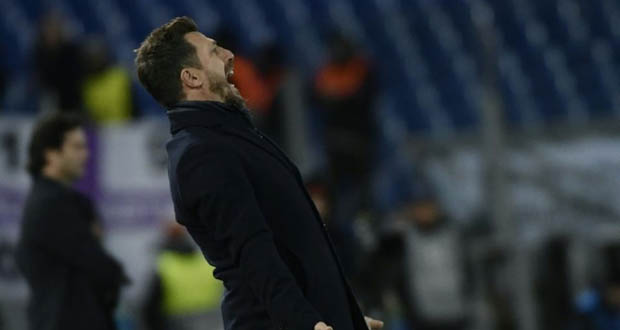 L'entraîneur de l'AS Rome Eusebio Di Francesco donne des instructions lors du match contre le Real Madrid en Ligue des champions, le 27 novembre 2018 à Rome.