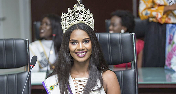 Lorriane Nadal a cédé sa couronne vendredi 30 novembre, à Miss University Mozambique.