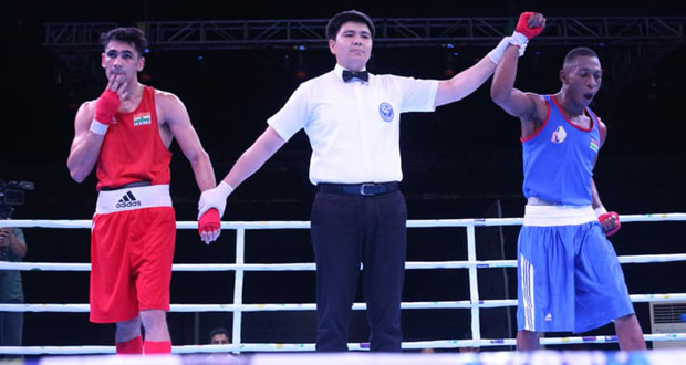 Richarno Colin jubile après sa victoire au second round, hier, au Karmabir Nabin Chandra Indoor stadium en Inde. © Boxing federation of India