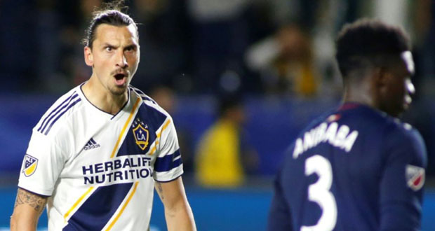 L'attaquant des Los Angeles Galaxy Zlatan Ibrahimovic contre New England Revolution, le 2 juin 2019 à Carson.