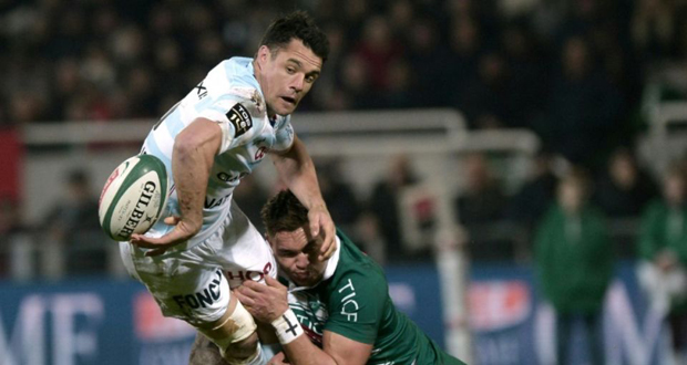 L'ouvreur international néo-zélandais Dan Carter (g), alors au Racing 92, lors du match de Top 14 à Pau.