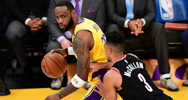 Le basketteur-star des Los Angeles Lakers LeBron James le 31 janvier 2020 lors d'un match contre les Portland Trail Blazers à Los Angeles.