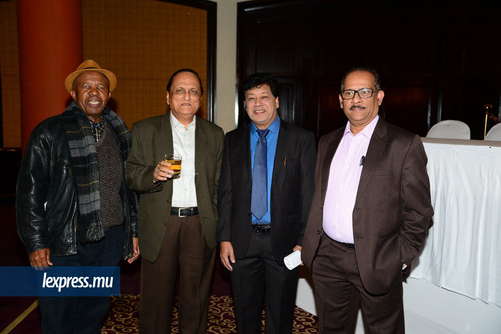 Rre Elijah Litheko, CEO et Executive Director de l'Institute of People Management, S. N. Singh, Executive Director, Areff Salauroo, président de l'Association of Human Resource Professionals of Mauritius et Somesh Dasgupta, National President du National Institute of Management en Inde.