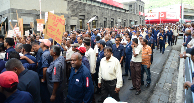 The Transport Common Front organised a protest rally concerning the Metro Express on March 9, in Port-Louis, to voice out their concern about the future of the 7 000 employees of the sector