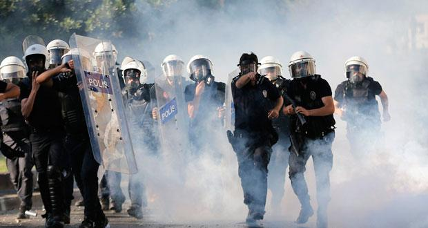 http://www.lexpress.mu/sites/lexpress/files/styles/620px_wide/public/images/article/2013/2013-06/2013-06-01/istanbul-riot.jpg?itok=QrO77T9k